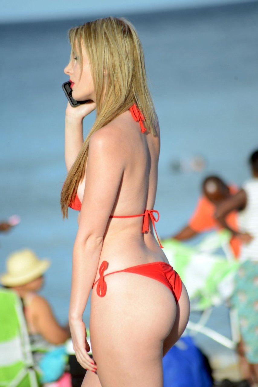 Rachel-Sanders-in-a-Bikini-7