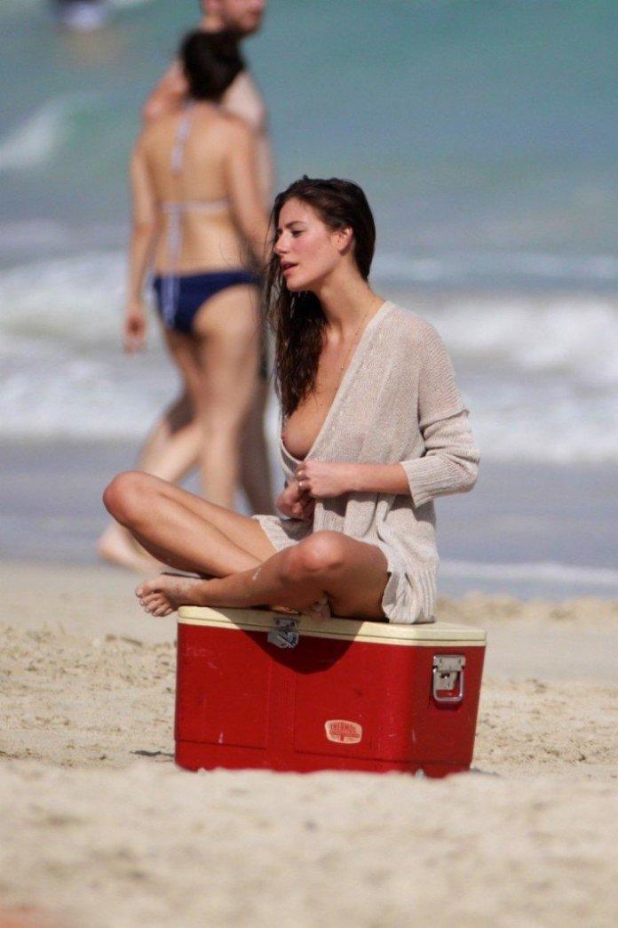 Alejandra-Guilmant-Topless-17