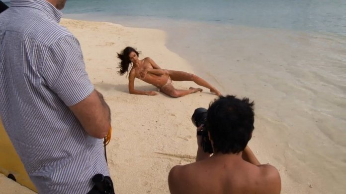 Irina-Shayk-Sexy-Topless-Uncovered-14