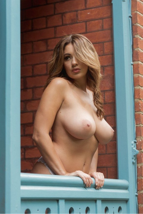 Holly Peers Sexy and Topless 1