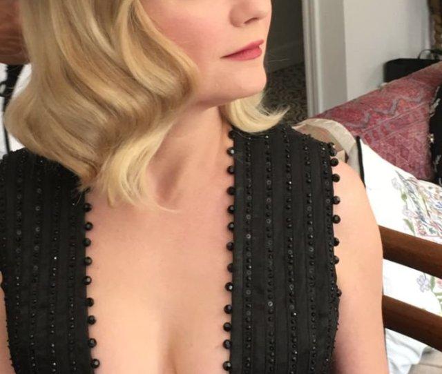 Kirsten Dunst Cleavage 1