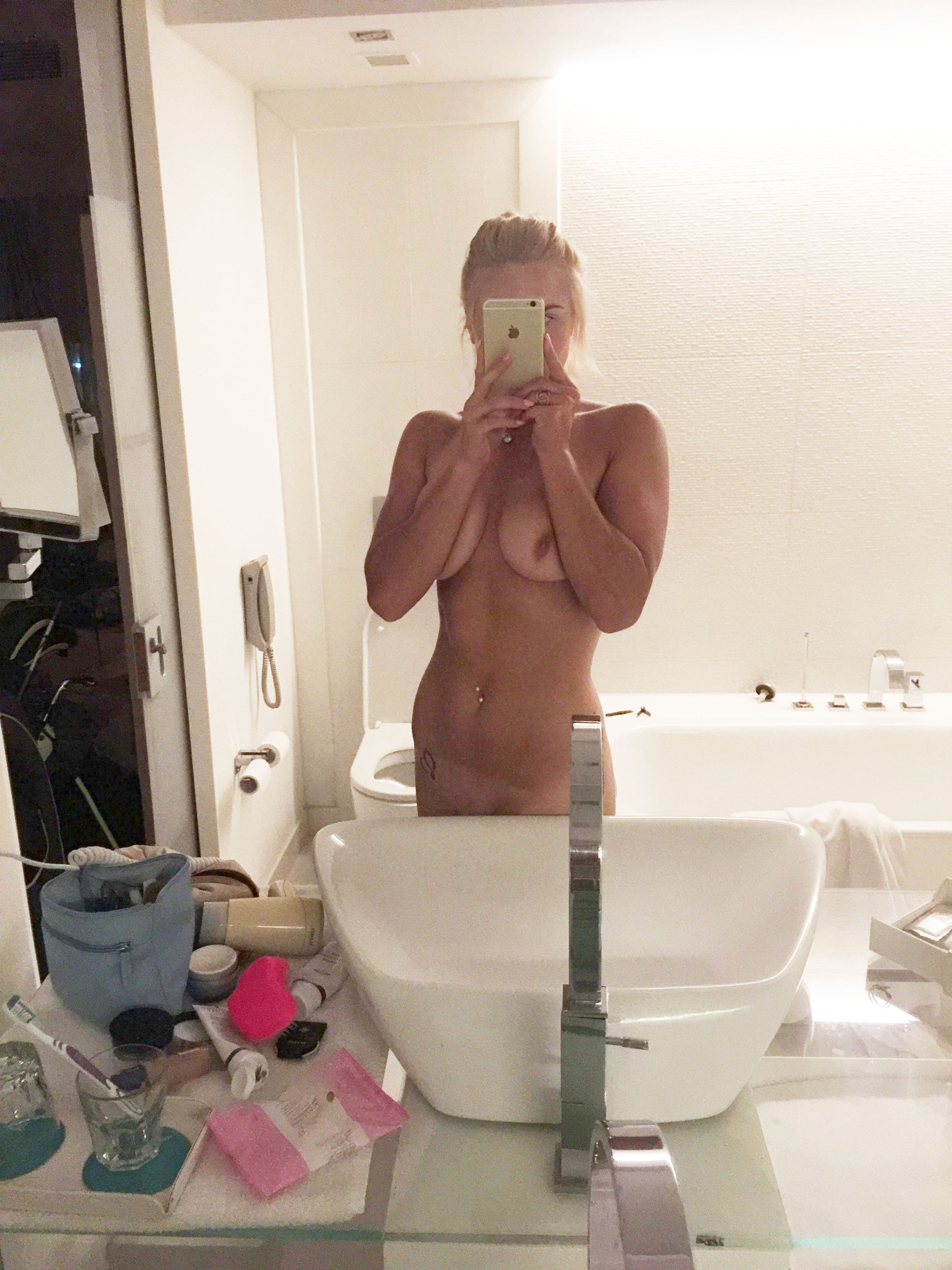 Nicole Fessel Nude And Sexy - 9 Photos picture