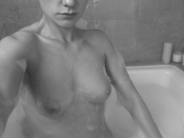 Anna Paquin nude photos leaked by The Fappening from hacked iCloud