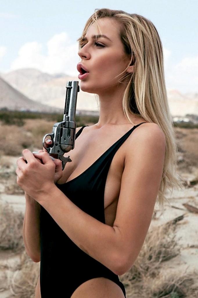 Kate Compton Naked (16 Photos)