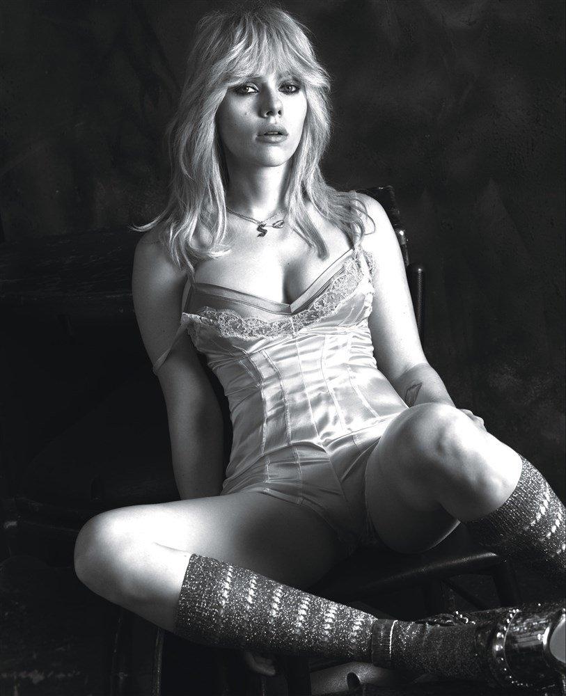 Scarlett Johansson Sexy (5 Photos)