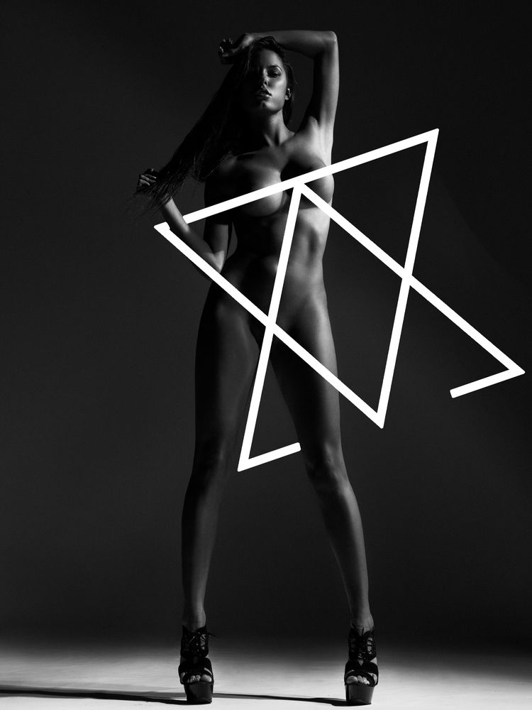 Constance Nunes Naked (6 Photos)