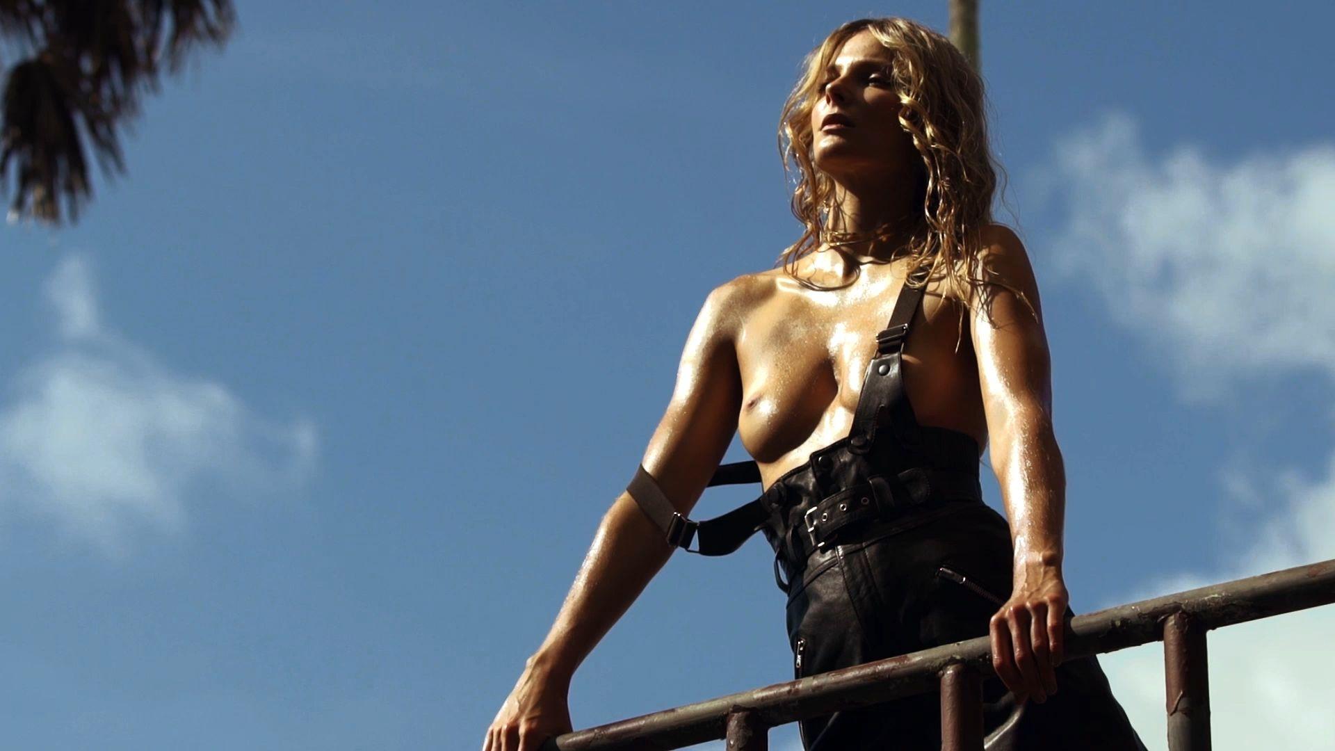 Eniko Mihalik Topless (12 Photos)