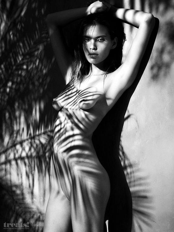 Gabriela Cruz Nude (10 Photos)