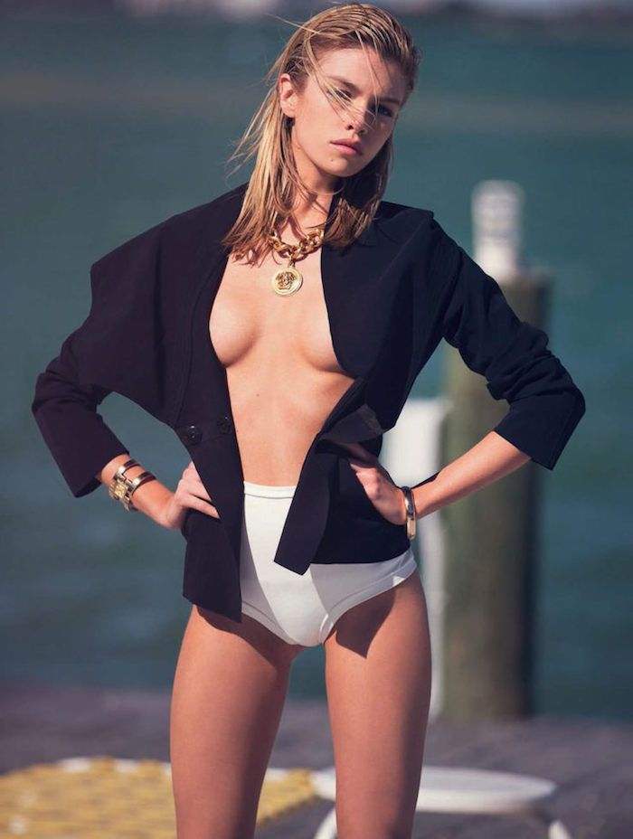 Stella Maxwell Sexy (4 Photos)