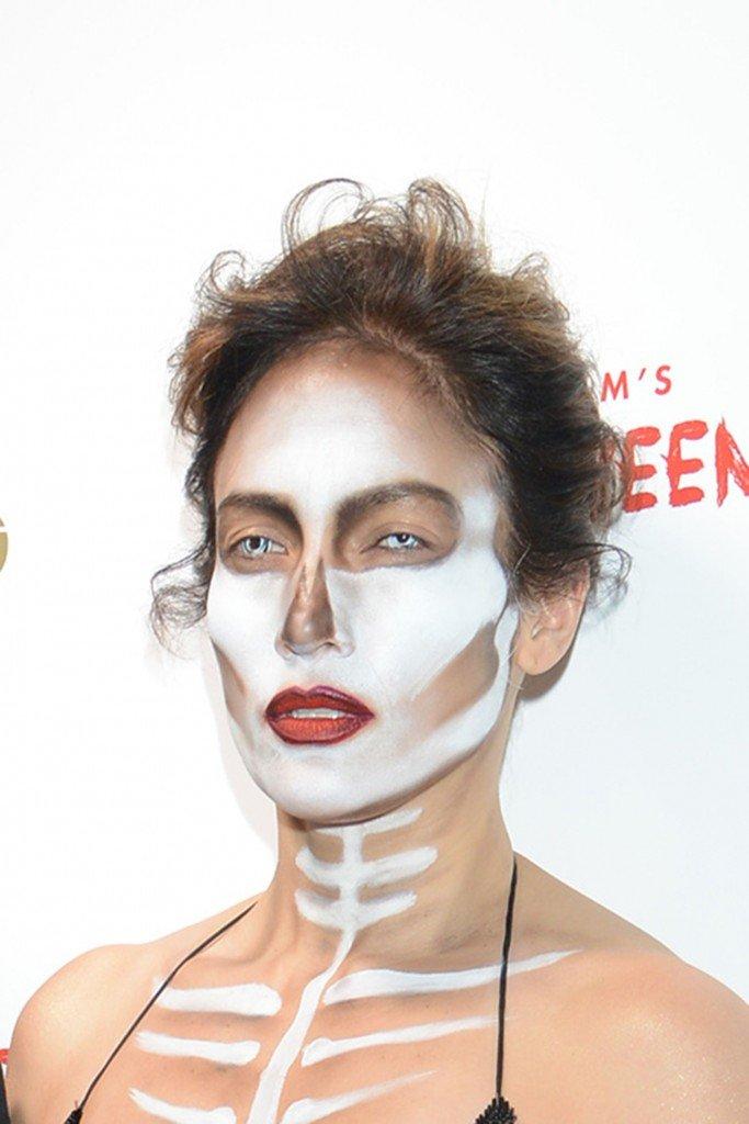 Jennifer Lopez Braless (13 Photos)