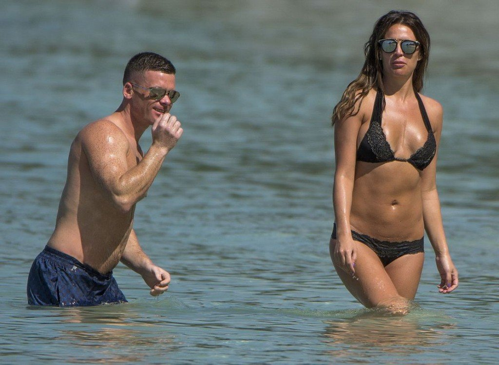 Danielle Lloyd in a Bikini (48 Photos)