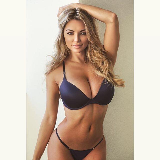Lindsey Pelas Sexy (11 Photos)