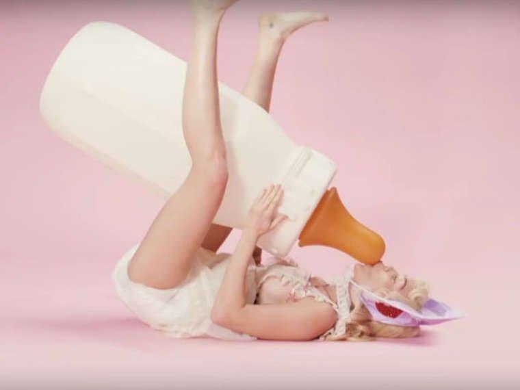 Miley Cyrus Sexy (13 Photos + Video)