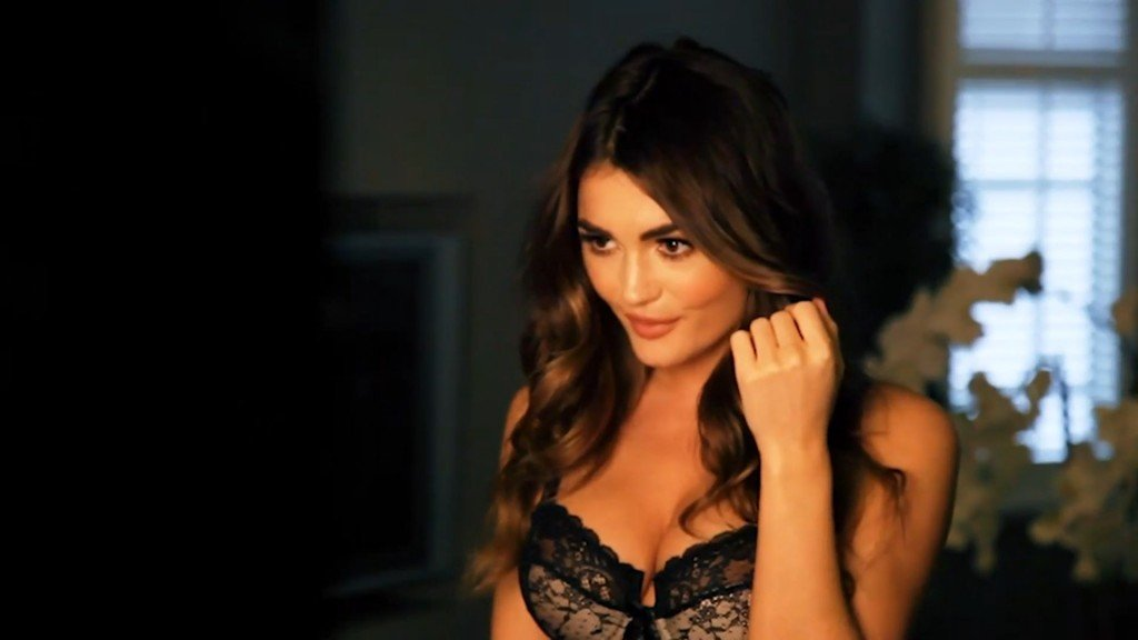 India Reynolds Sexy & Topless (24 Photos)