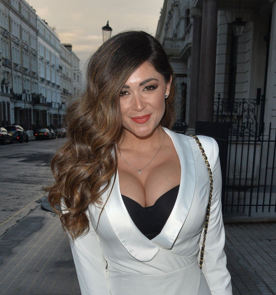 Casey Batchelor Cleavage (30 Photos)