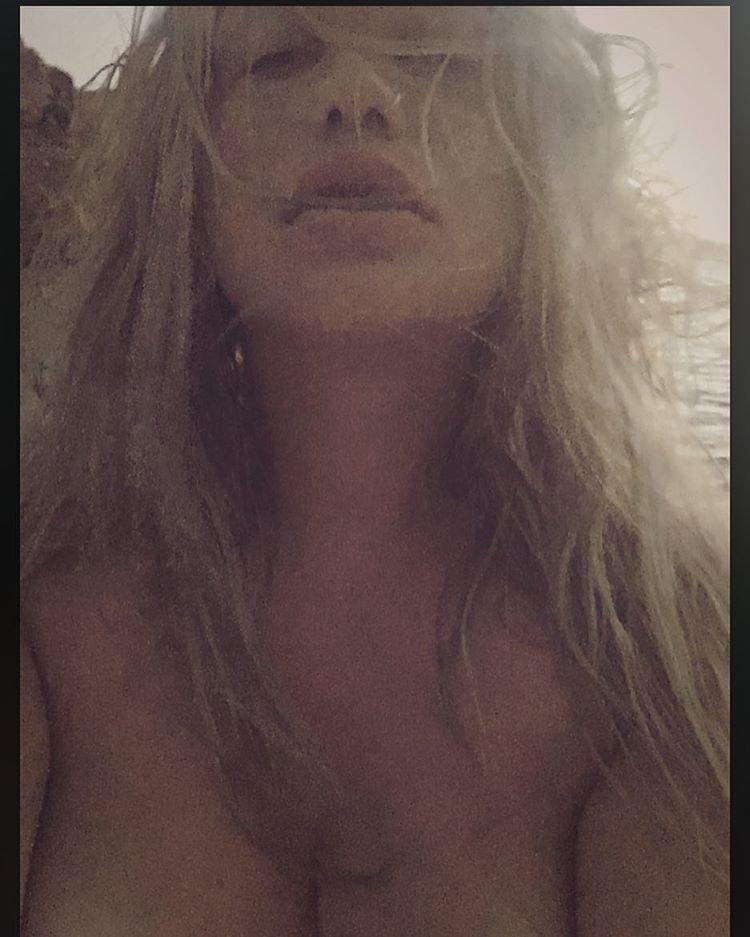 Kesha Topless (5 Photos)
