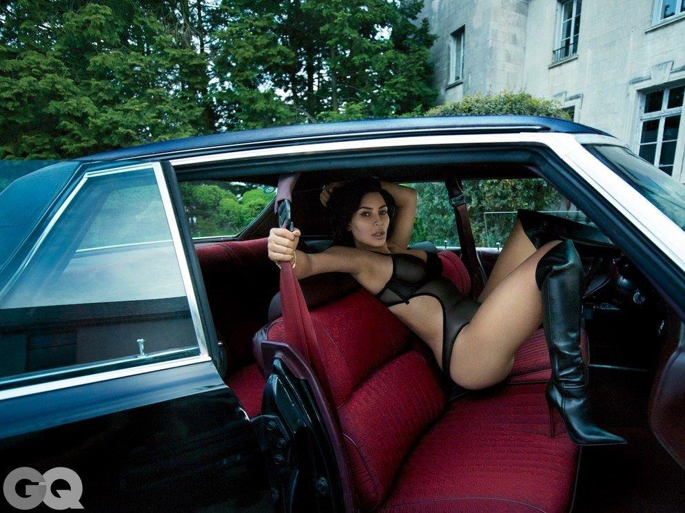 Kim Kardashian Nude & Sexy (7 Photos)