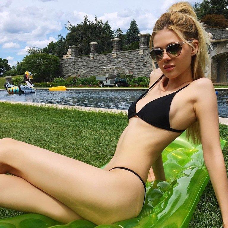 Nicola Peltz Sexy (2 Photos)