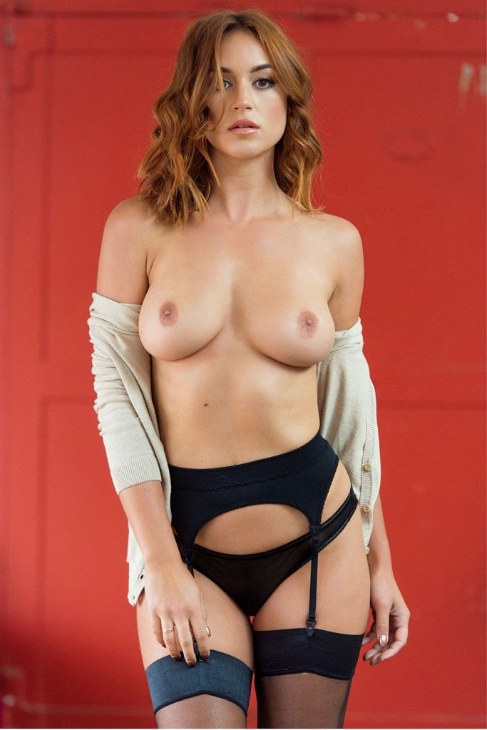 Rosie Jones Sexy and Topless (Page3 – 4 Photos)