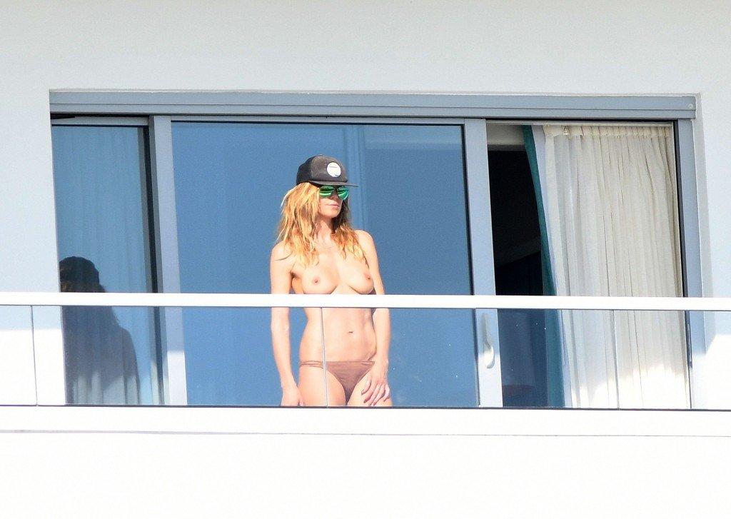 Heidi Klum Topless (84 Photos)
