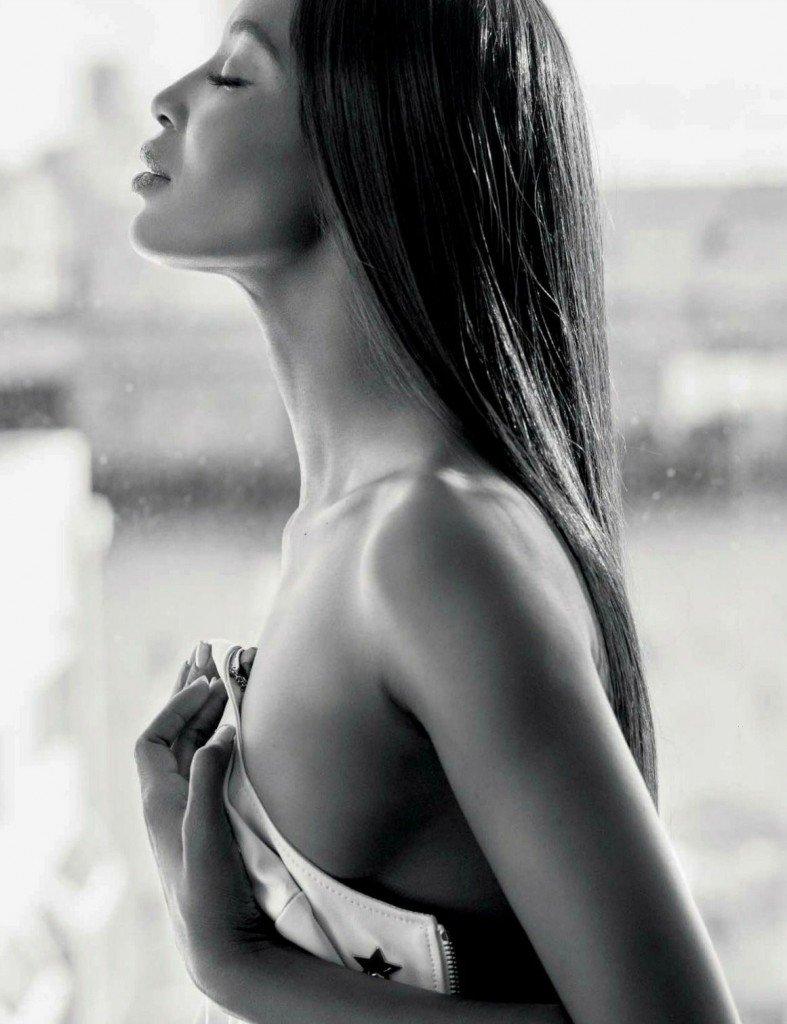 Naomi Campbell Sexy & Topless (6 Photos)