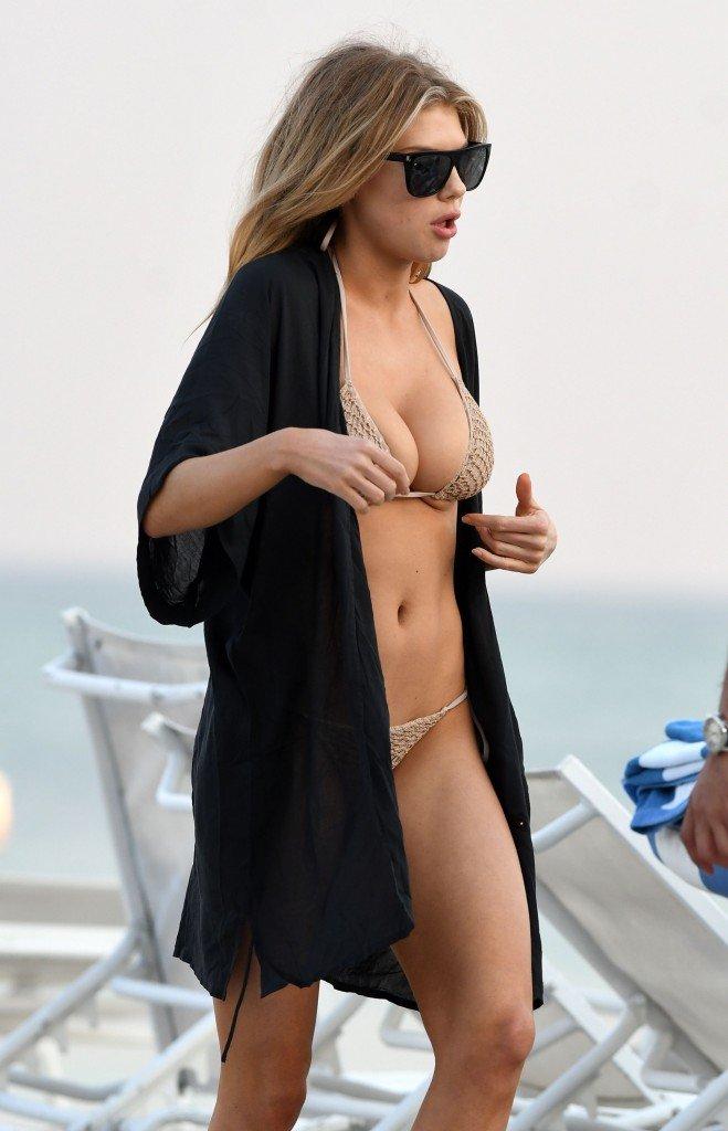 Charlotte McKinney Sexy (168 Photos)