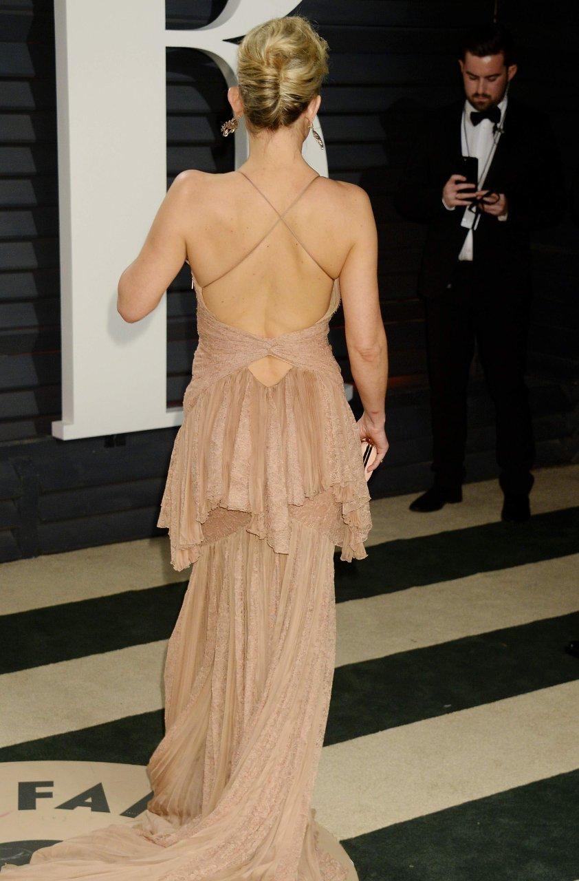 Kate Hudson Sexy (18 Photos)
