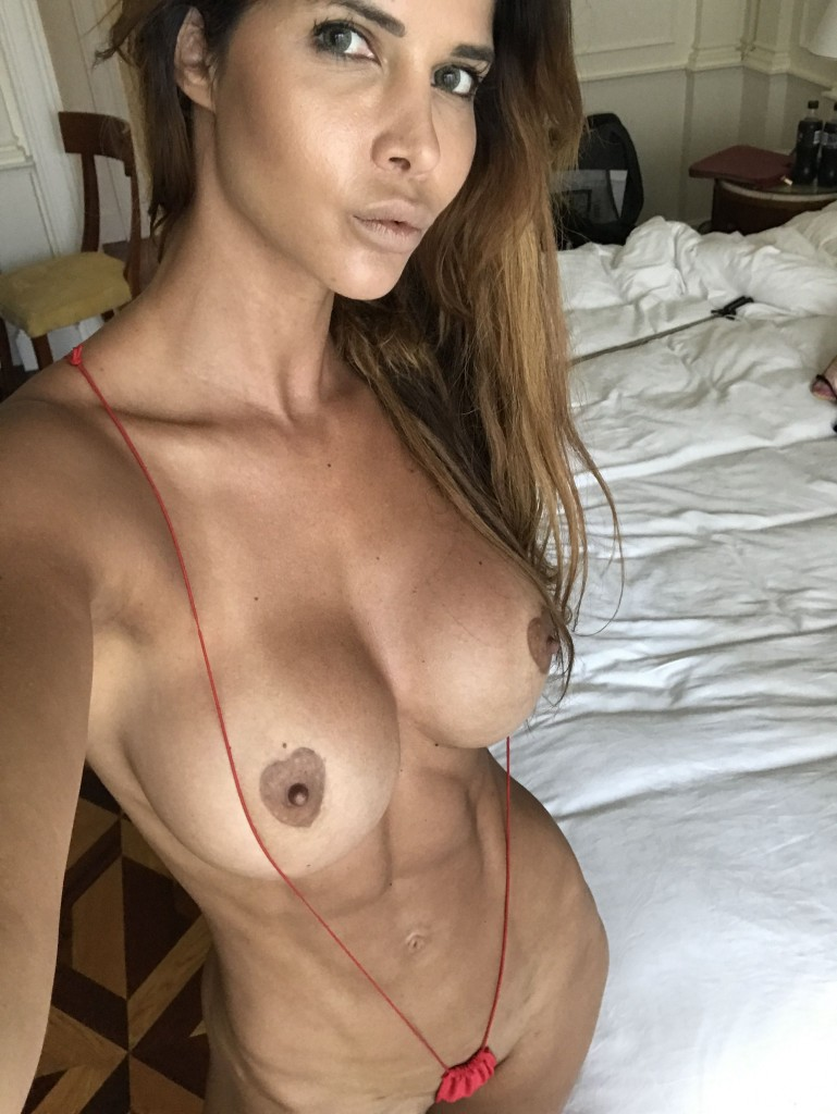 Micaela Schäfer Selfies (8 Photos + Video)