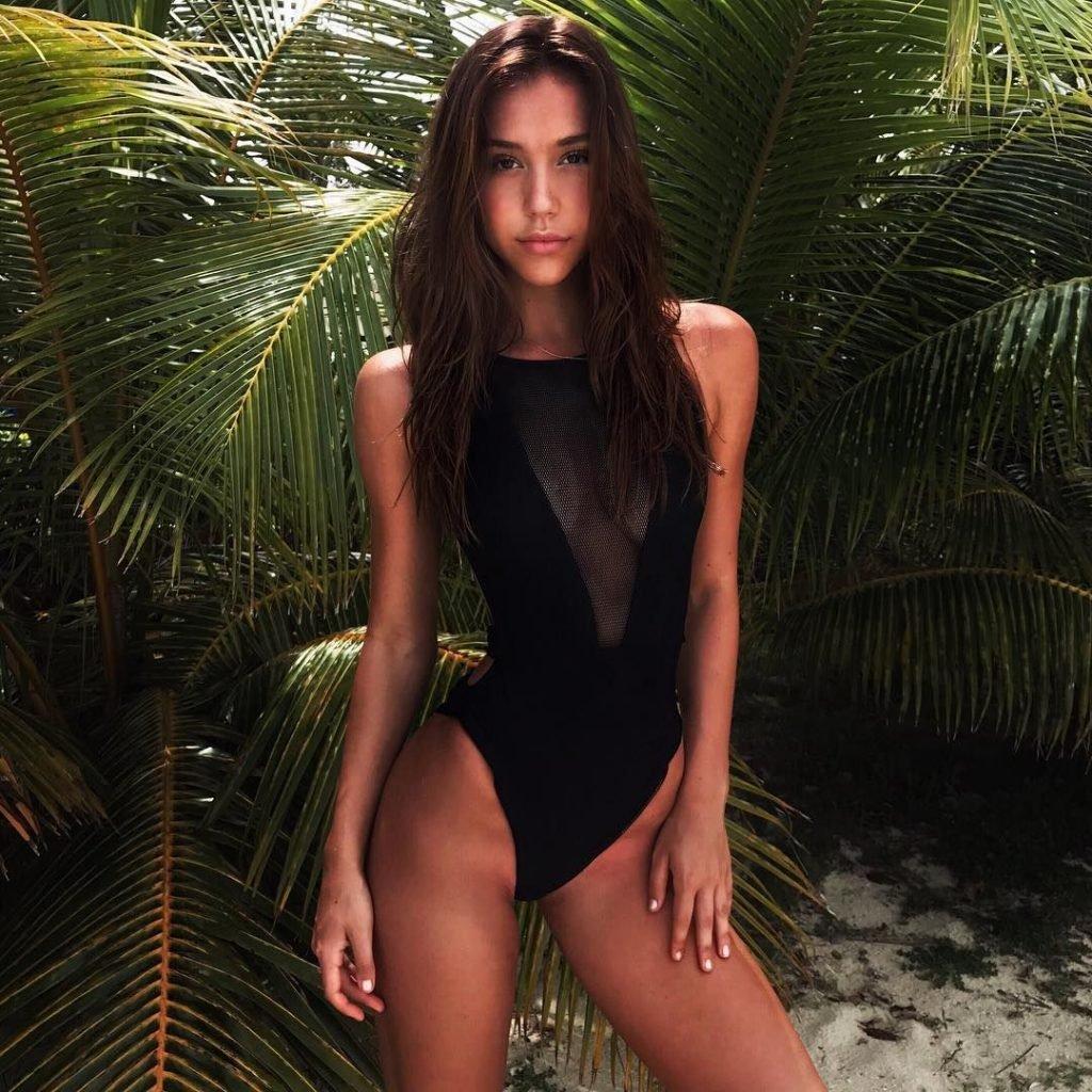 Alexis Ren Nude & Sexy (26 Photos)