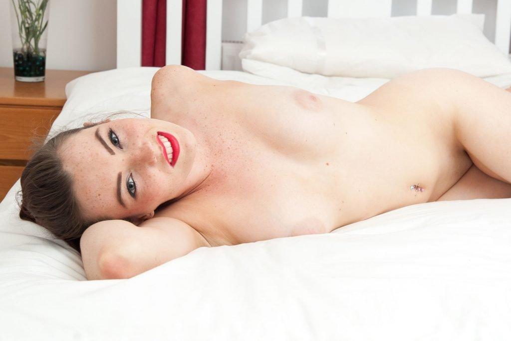 Harry Amelia Naked (13 Photos)