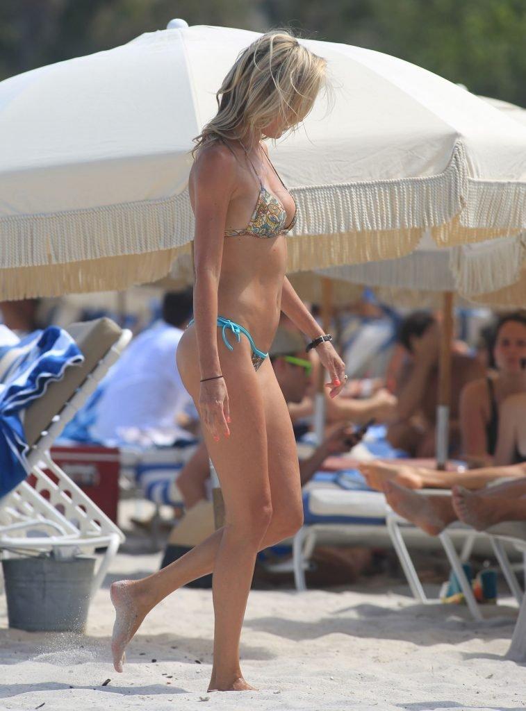 Lauren Stoner Sexy (19 Photos)