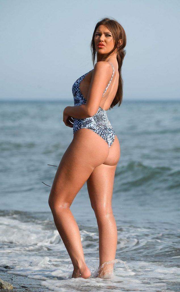 Abbie Holborn Sexy (32 Photos)