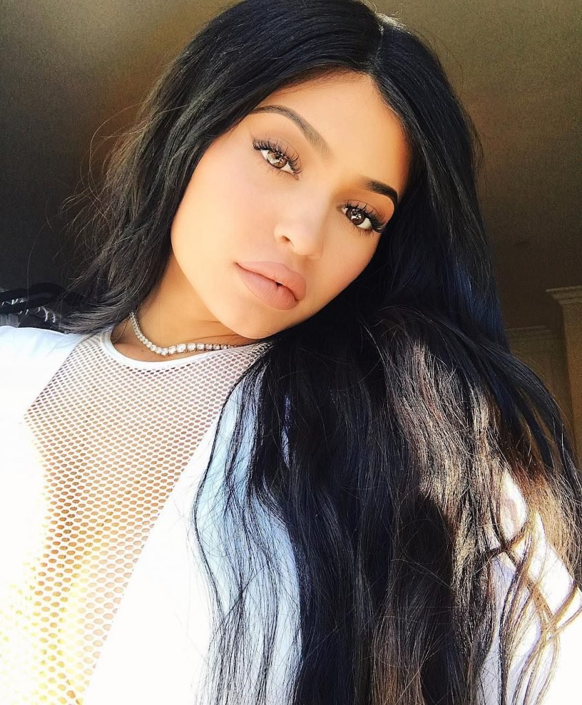 Kylie Jenner Sexy (5 Photos + Video)