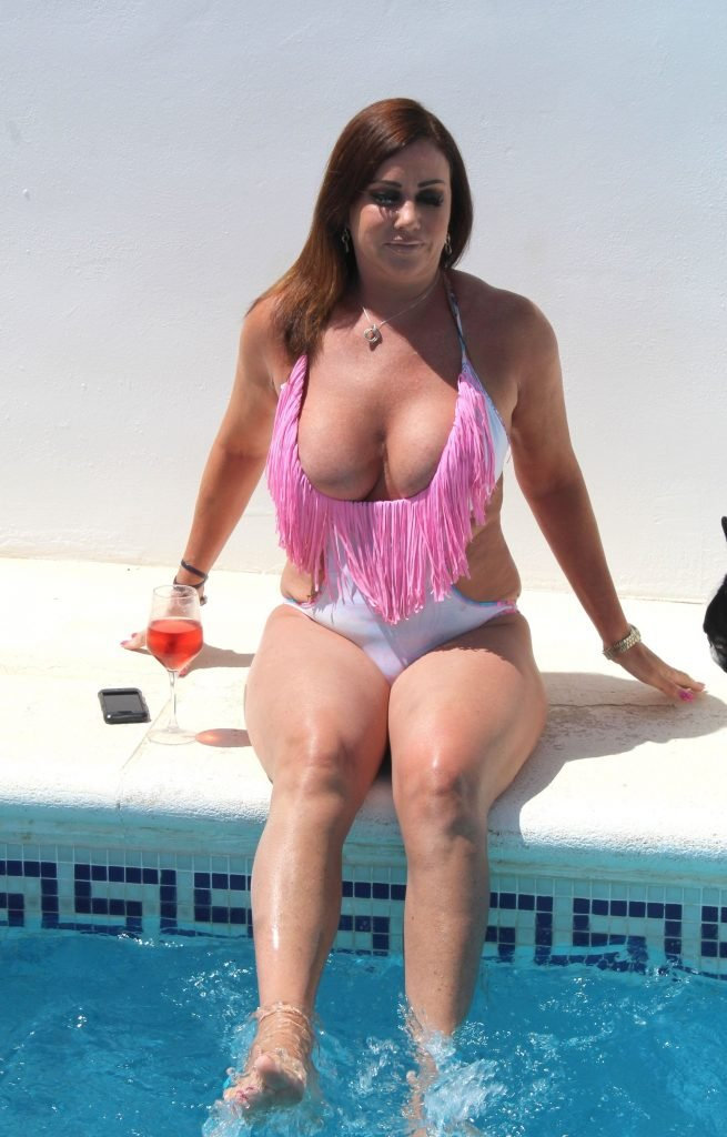 Lisa Appleton Sexy (45 Photos)