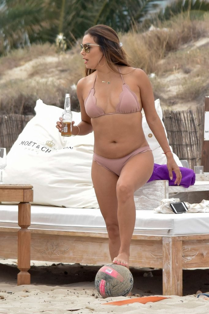 Eva Longoria Sexy (39 Photos)