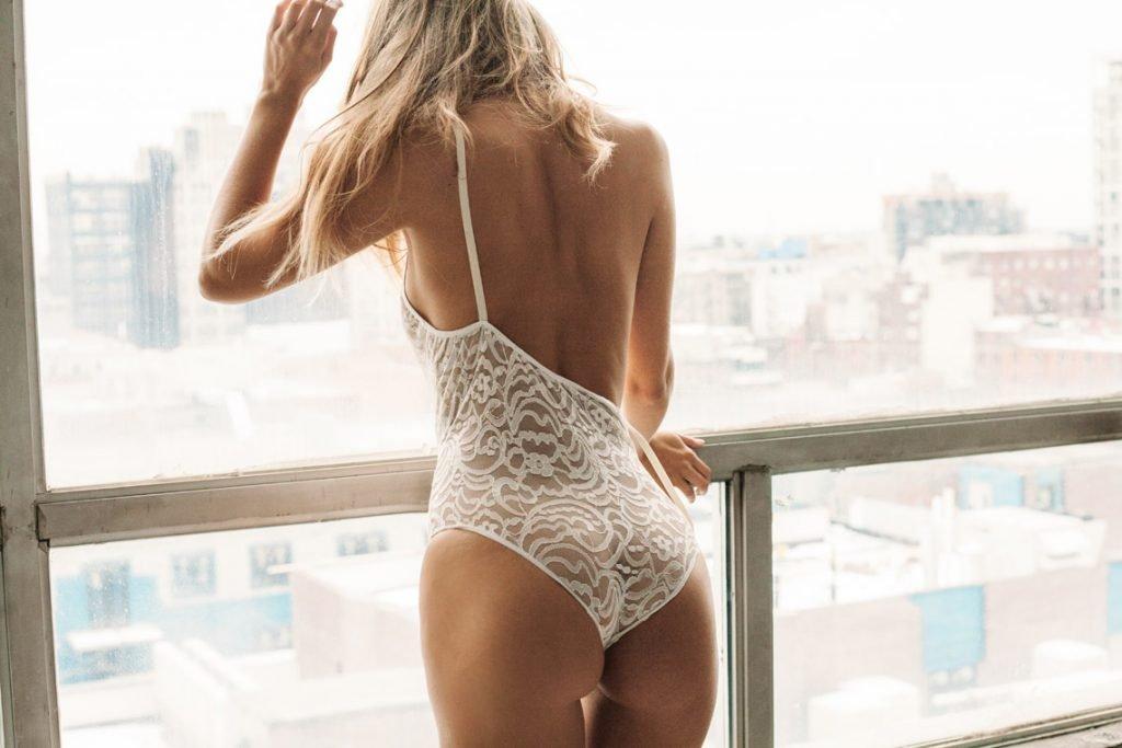 Georgia Sumner Nude & Sexy (17 Photos)