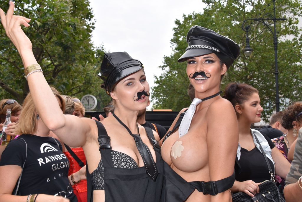 Micaela Schäfer Topless (21 Photos + Video)