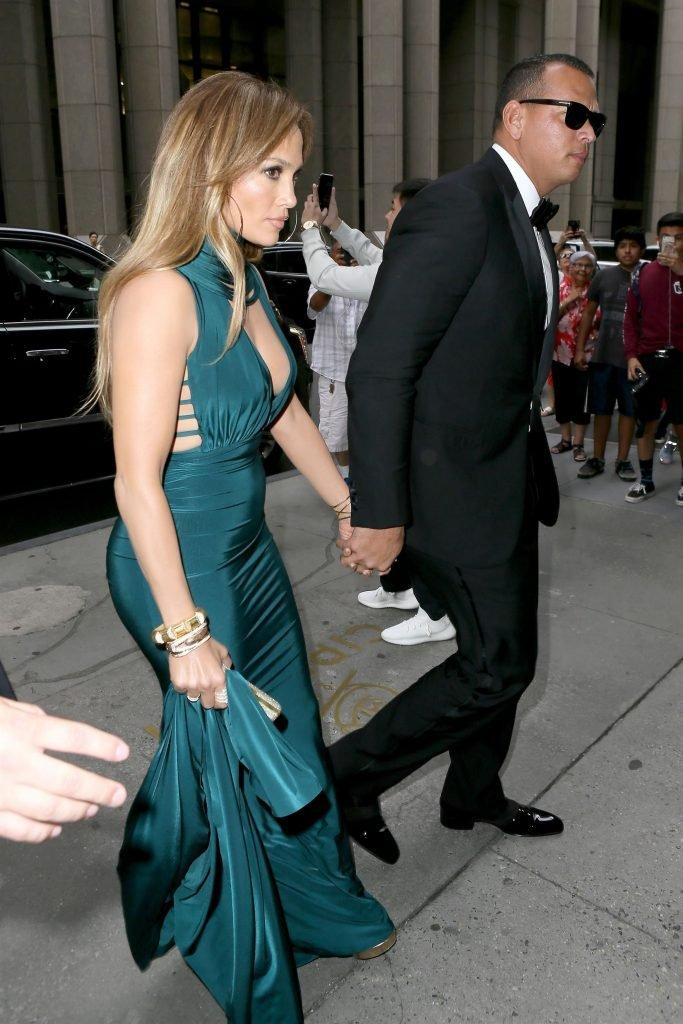 Jennifer Lopez Sexy (22 Photos + Video)