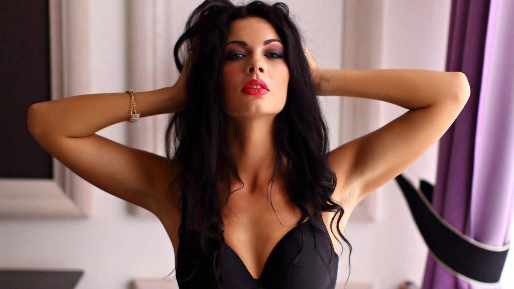 IsaGrace Sexy Lingerie (5 Photos + Teaser Video)