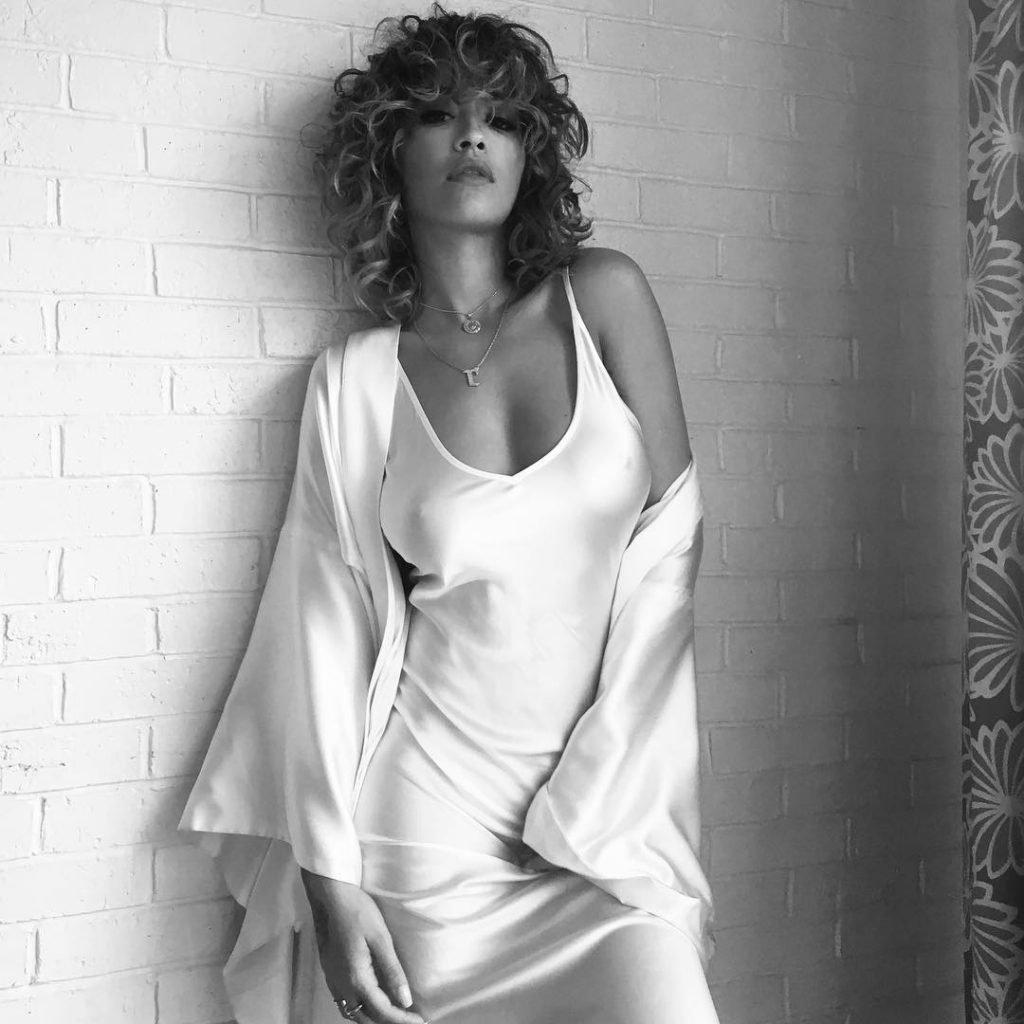 Rita Ora Sexy (2 Pics + Gif)