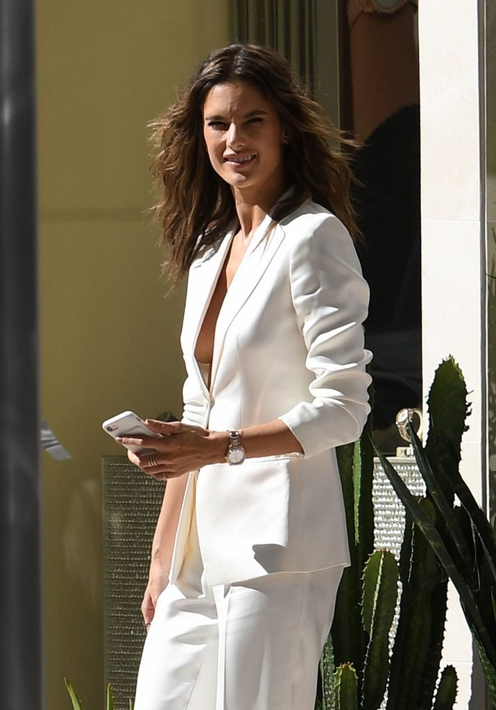 Alessandra Ambrosio Braless (9 Photos)