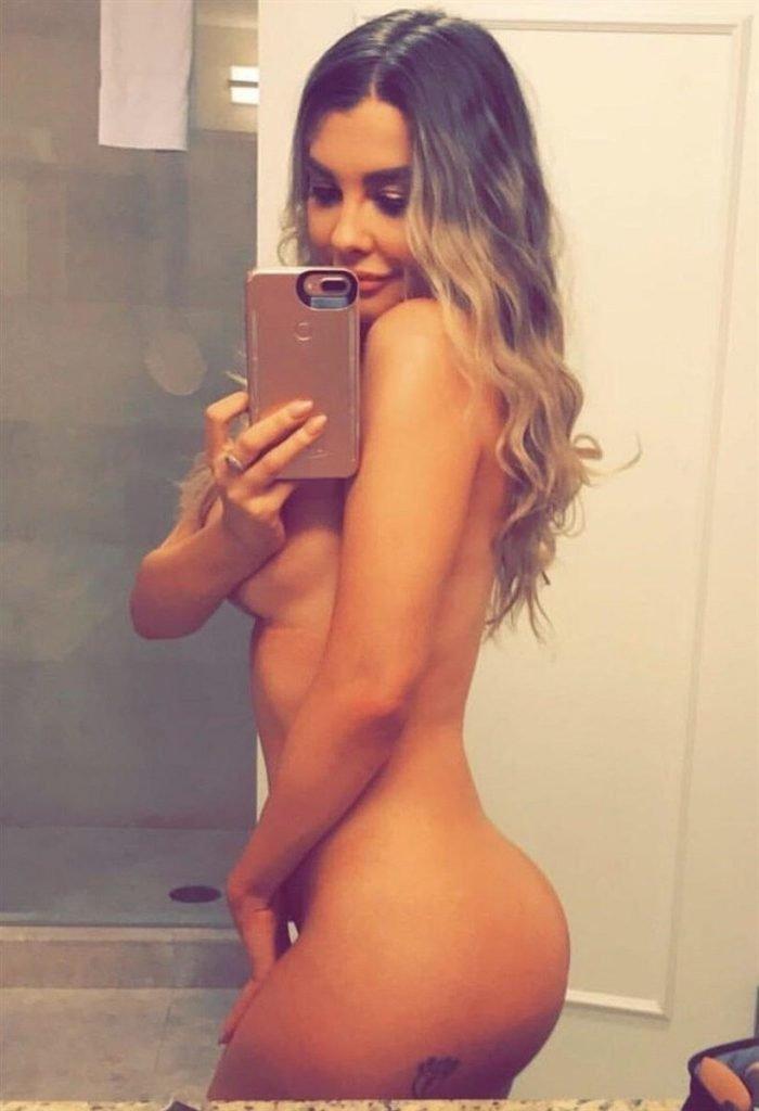 Emily Sears Nude & Sexy (8 Photos)