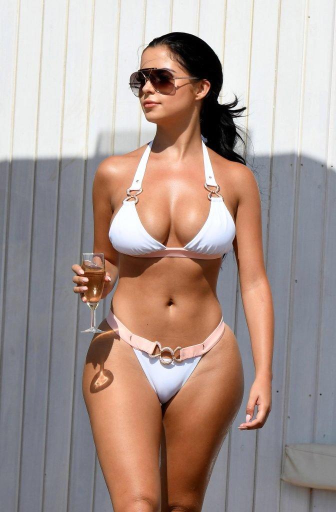 Demi Rose Sexy (16 Hot Photos)