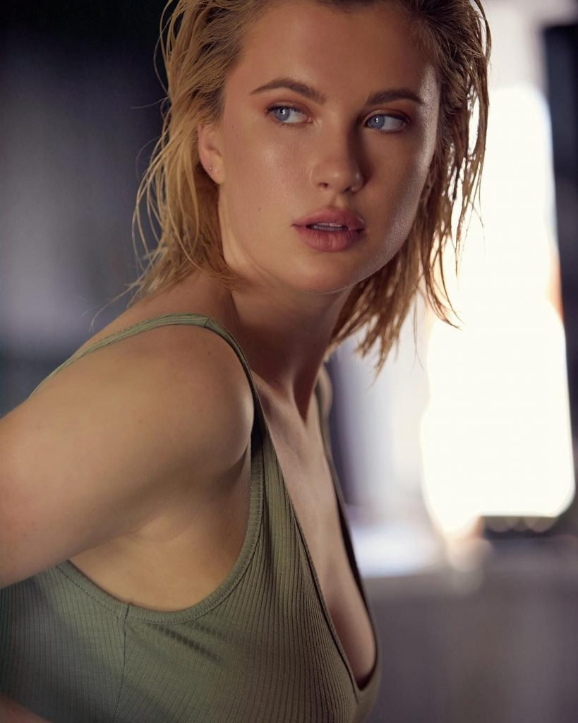 Ireland Baldwin Sexy (3 Photos)