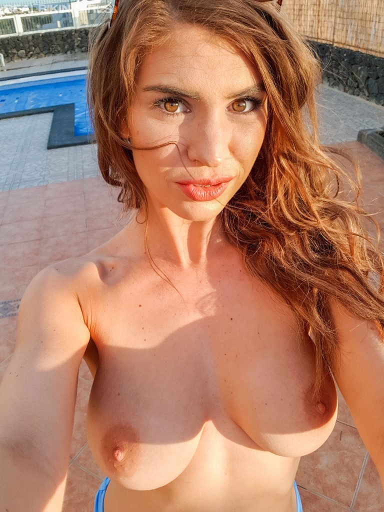 Katie Lou Topless (42 Photos)