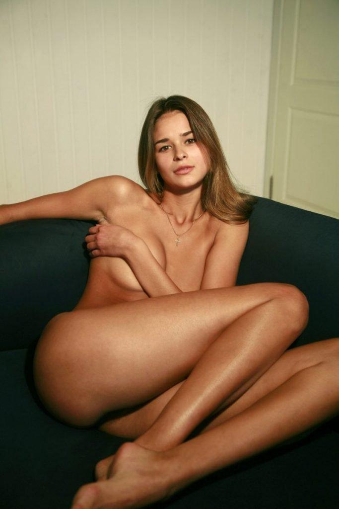 Irina Vodolazova Nude & Sexy (42 Photos)