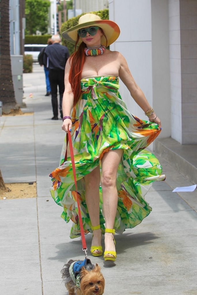 Phoebe Price Upskirt (25 Photos + GIFs)