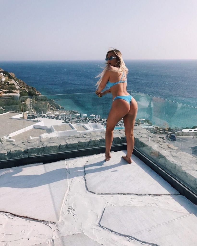 Tana Mongeau Sexy (2 New Pics)