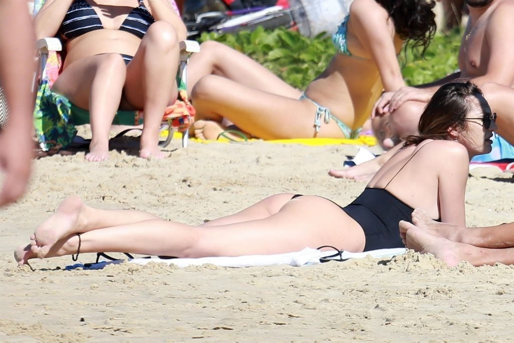 Candice Swanepoel Sexy (15 Photos)