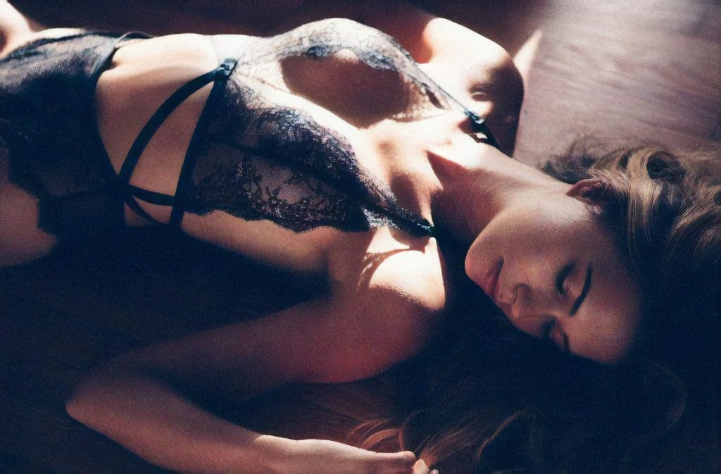 Sandra Kubicka Sexy & Topless (9 Photos)